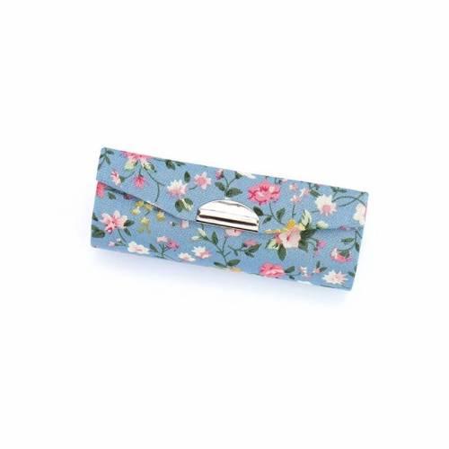 Estuche con estampado floral para pintalabios