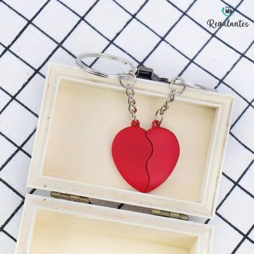 LLavero para parejas en forma de corazón rojo