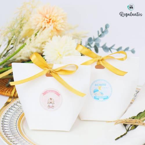Caja regalo con lazo dorado para bautizo pequeña cuadrada - Envoltorio Regalo